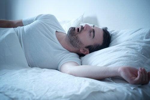Konstant snarkande kan bero på slappa muskler