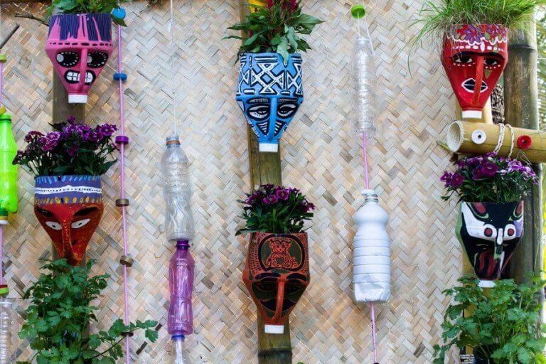 Gör vackra blomkrukor med återvunna material