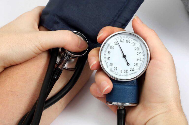 5 naturliga kurer för att motverka högt blodtryck