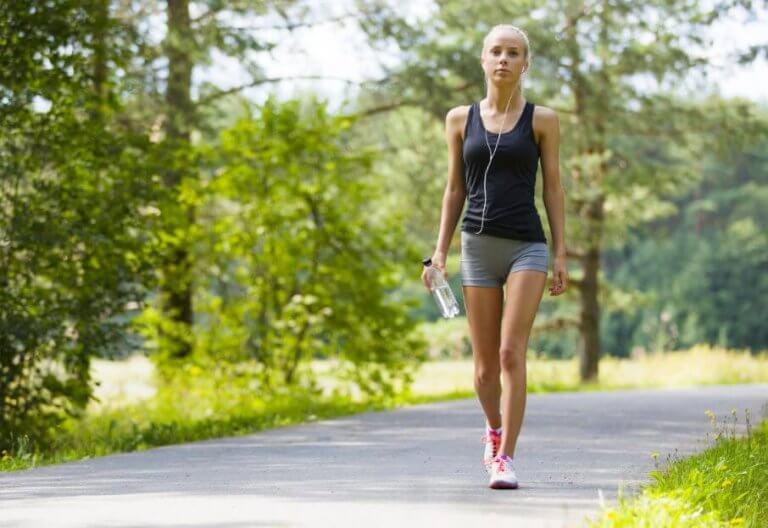 Lär dig om de stora fördelarna med dagliga promenader