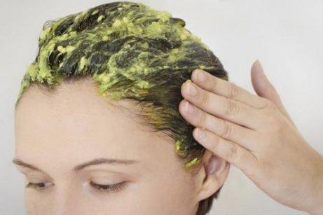 Återfukta håret med avokado, honung och äggula