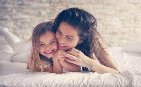 Man måste ta sig tid för varandra för att skapa starka band mellan mor och dotter