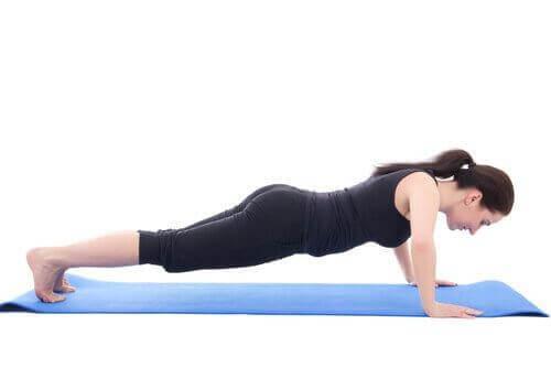 Plankan tränar hela kroppen