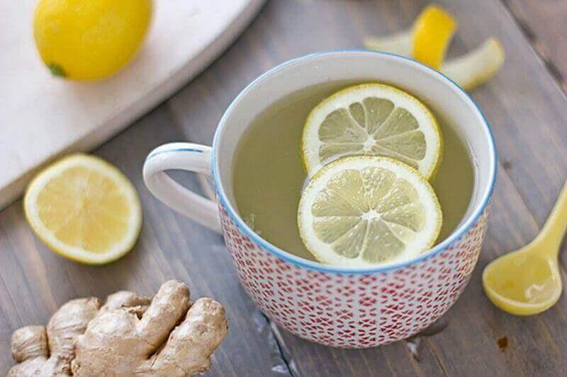 Te på citron och ingefära.