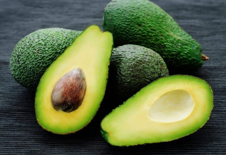 Avokado återfuktar huden
