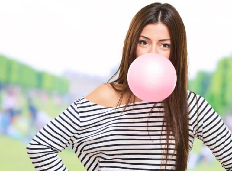 Vad händer med kroppen när du tuggar tuggummi?