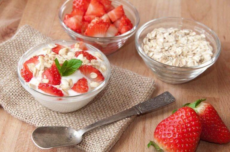 Ät havregryn tillsammans med andra livsmedel med lite kalorier