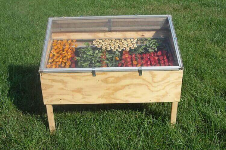 Gör en egen soldriven torkugn för att torka mat