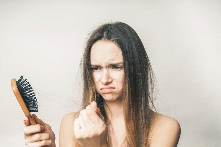 Tappar du hår? Så behandlar du dig själv hemma