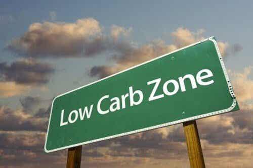 Vikten av att dra ned på kolhydrater snarare än fett