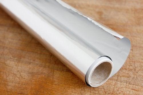 En rulle aluminiumfolie är bra att ha hemma