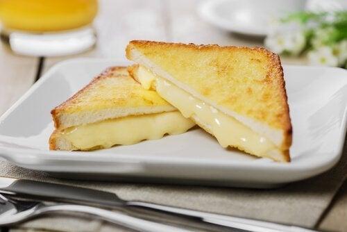 Färdig Monte Cristo-smörgås