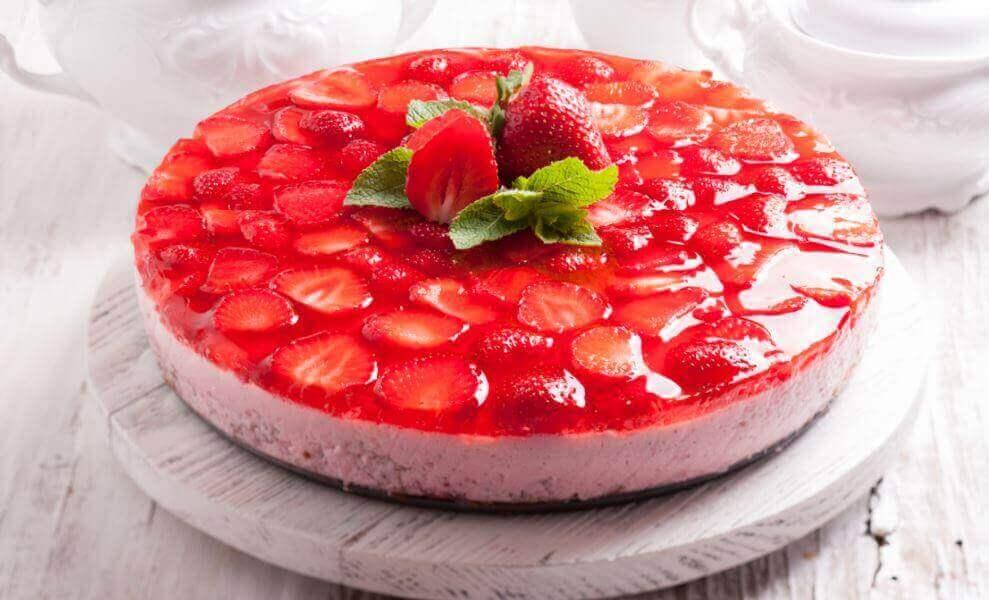 Gelatintårta med jordgubb