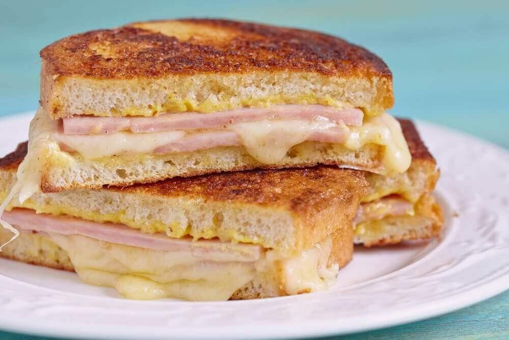 Hur man gör en läcker Monte Cristo-smörgås