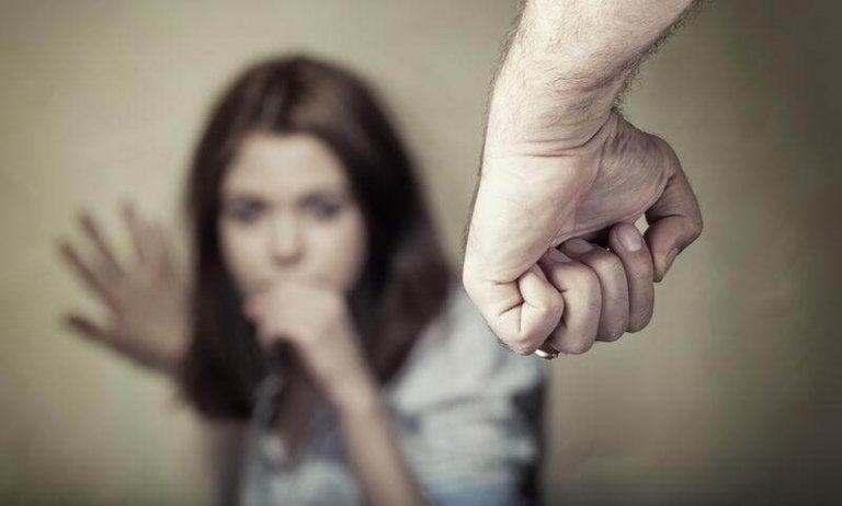 De märken som psykologiskt våld lämnar på din kropp