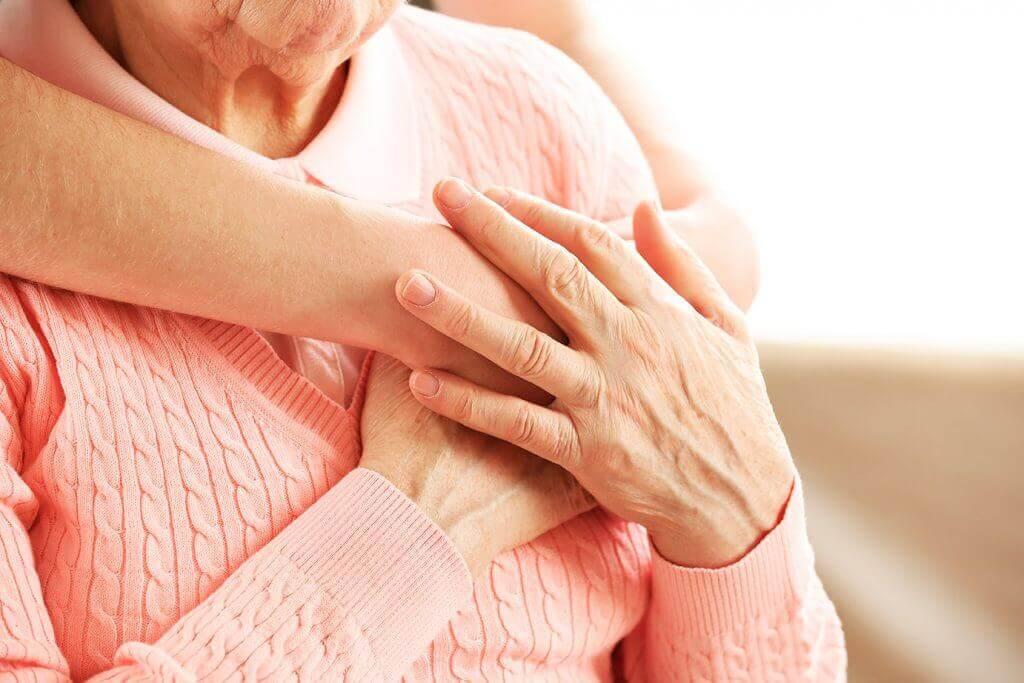 Fördelar med kramar för äldre personer.