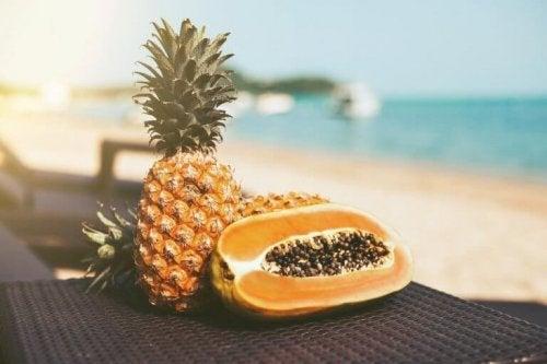 Ananas och papaya.