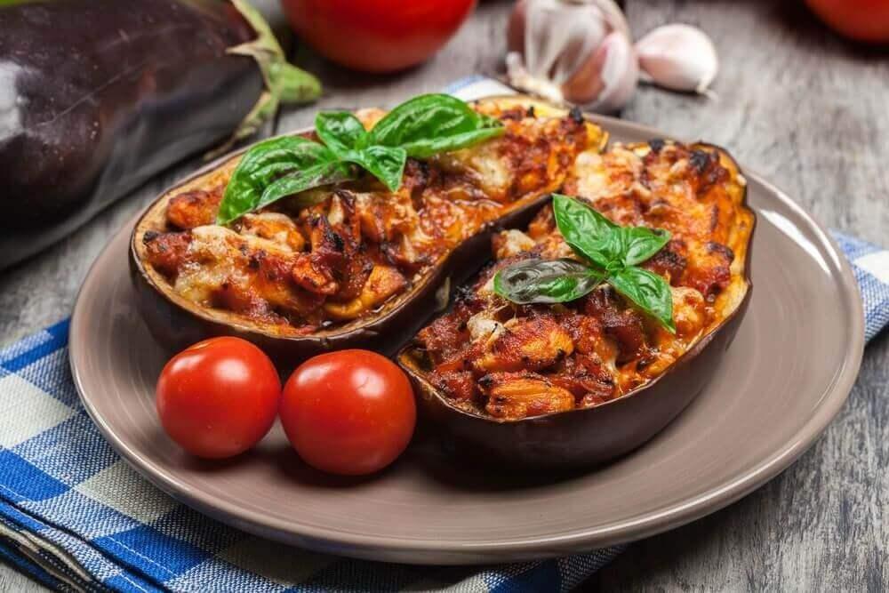 Läckert recept på aubergine med köttfyllning