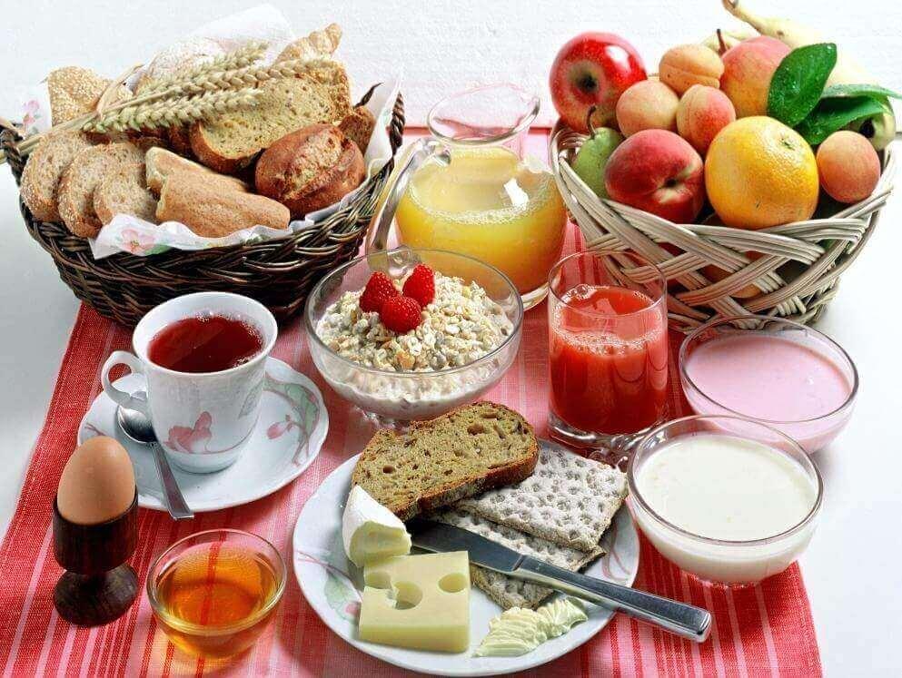 En varierad frukost.