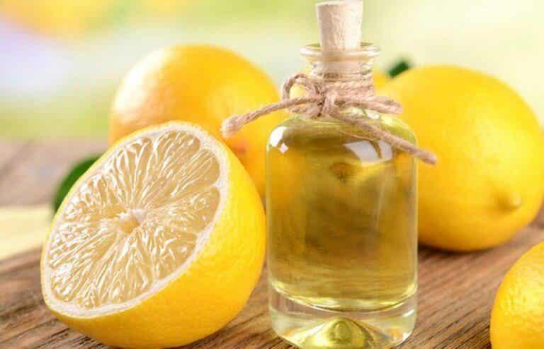 2 sätt att göra eterisk citronolja
