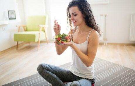 Ät en hälsosam diet för midjemåttet.