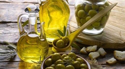 Mjuka upp torr hud med olivolja
