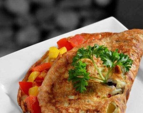 En grönsaksomelett med paprika