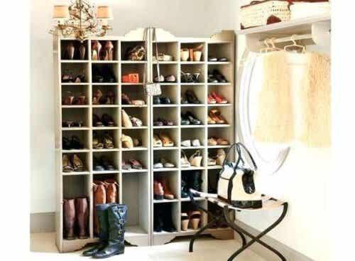 Lär dig att bygga bra och enkla skohyllor