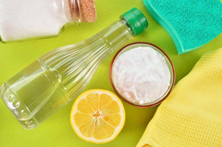 Salt, ättika och citronär bra fläckborttagare