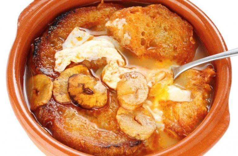 Vitlökssoppa i skål