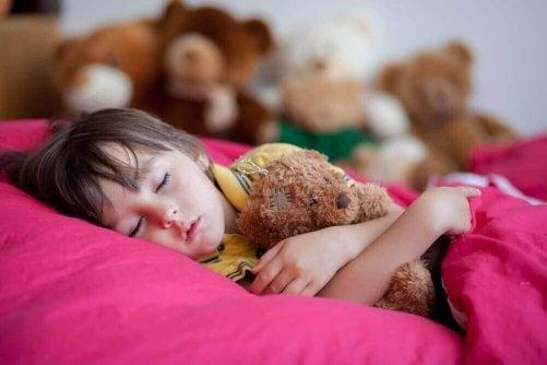 Att lägga sig sent är dåligt för barn - 4 skäl