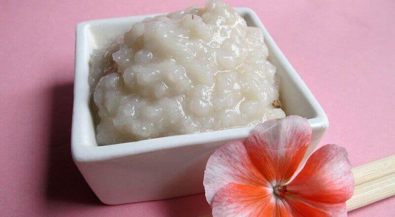 2 sätt att använda ris för att rengöra huden