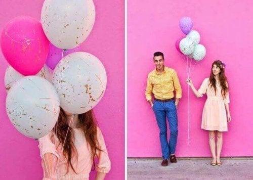 Ballonger med färgstänk.