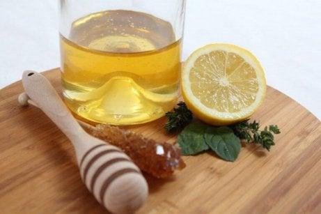 dricka olivolja och citron