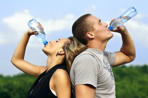 Drick gott om vatten med citron