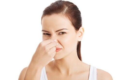 Dålig lukt i trånga utrymmen? 2 ingredienser kan hjälpa dig