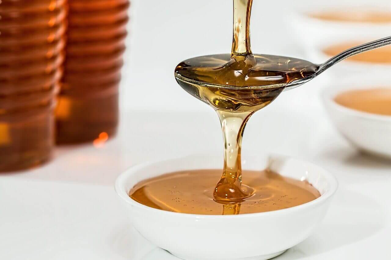 Honung och vatten mot insektsbett