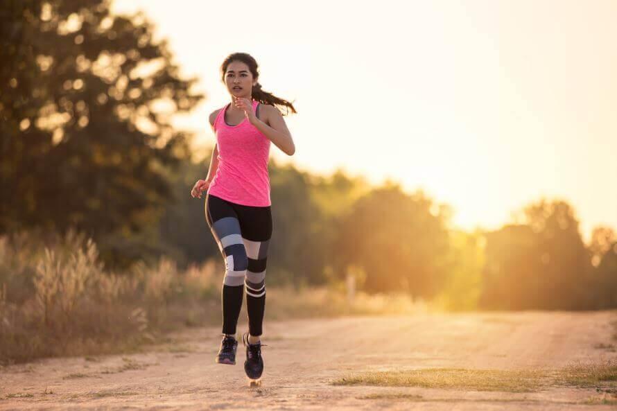 Kvinna som springer