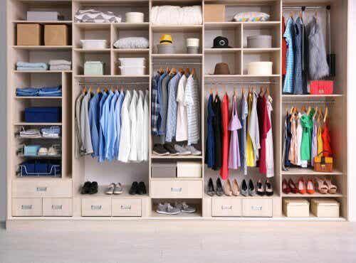Organisera kläder med dessa grundläggande element