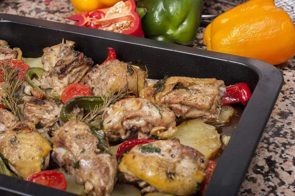 Utsökta recept på ugnsbakad kyckling med potatis