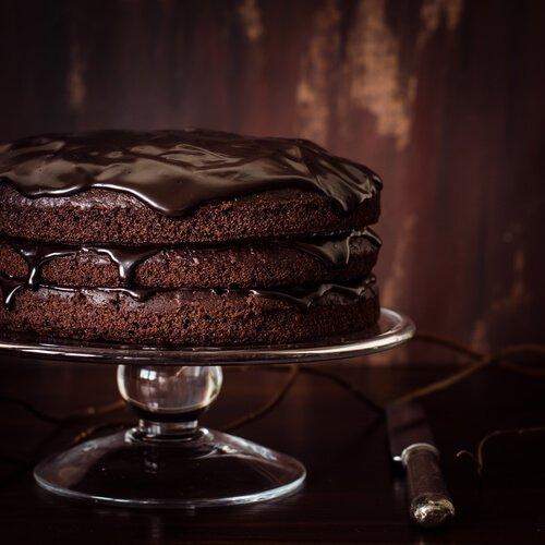 Chokladtårta med tre lager.