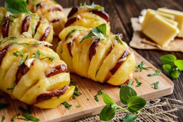 Utsökta potatisar med chorizo och ost