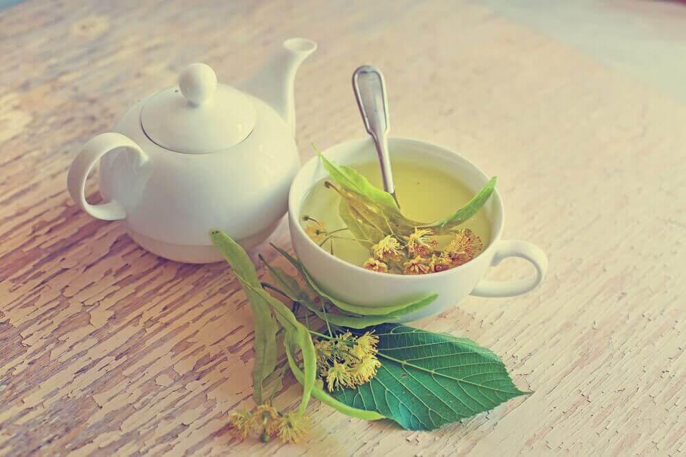Te på lindblomma.