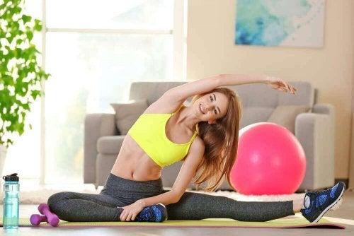 Stretching och träning mot ryggvalkar.