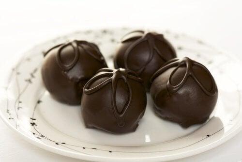 Enkla och läckra recept på chokladtryfflar