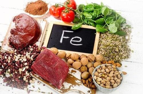 Kött, nötter och grönsaker.