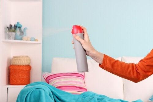 5 sätt att bli av med fuktlukt i hemmet