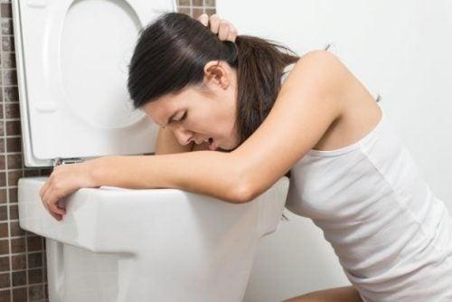 Illamående och kräkningar är ett tecken på njurproblem