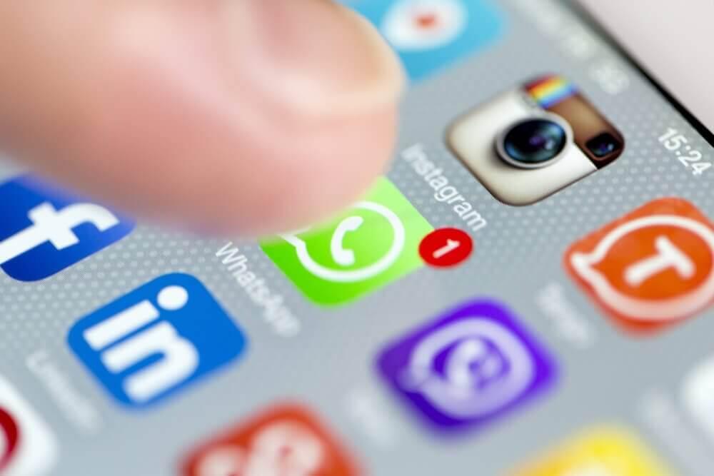 Sociala medier i förhållanden