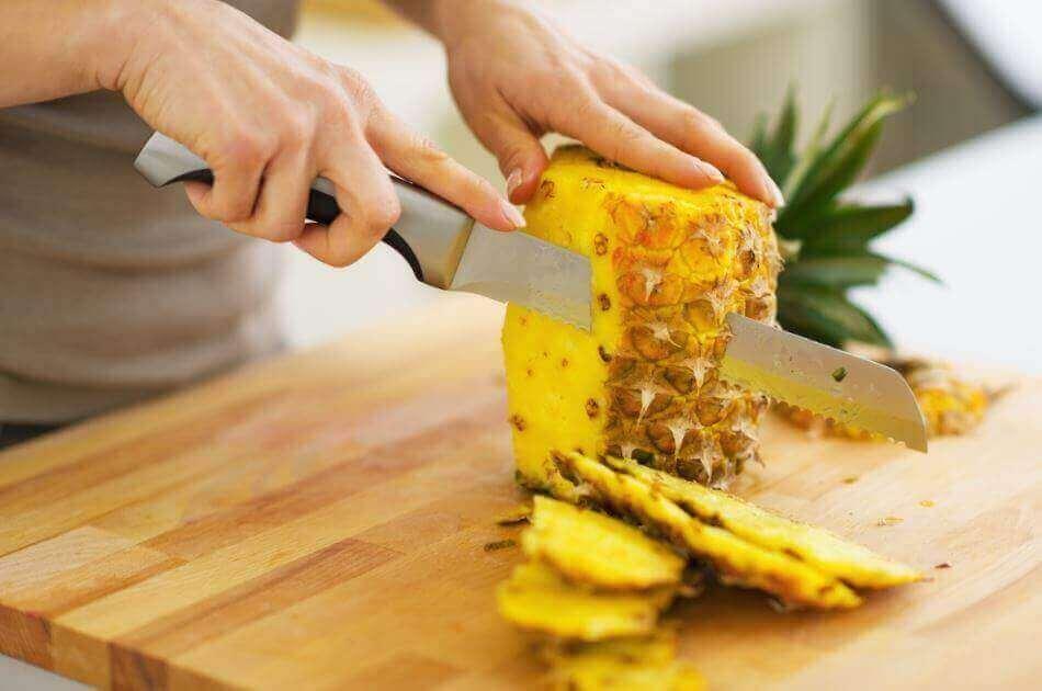 Förbered ananasbitar i kylskåpet
